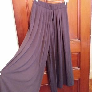 NWT Uniqlo M Brown Tuck Flare Wide Pants